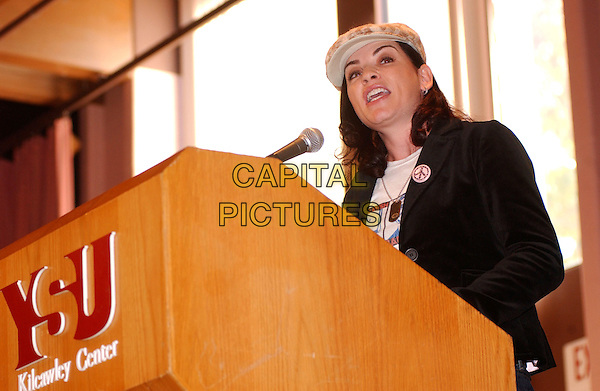JULIANNA MARGULIES.Bring Ohio Back Community Meeting sposored by the Center for Labor Studies at Youngstown State University. .31 October 2004.headshot, portrait, hat, podium, speech.www.capitalpictures.com.sales@capitalpictures.com.©Jason Nelson/AdMedia/Capital Pictures.