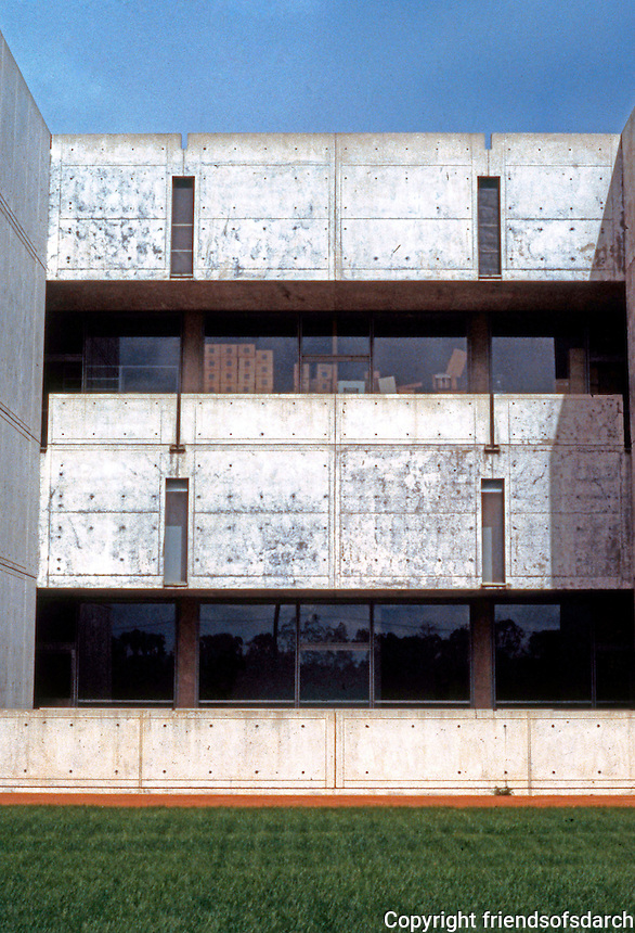 Louis I. Kahn: Salk Institute, La Jolla 1965. Southern Elevation. Brutalist Architecture. Photo 2004.