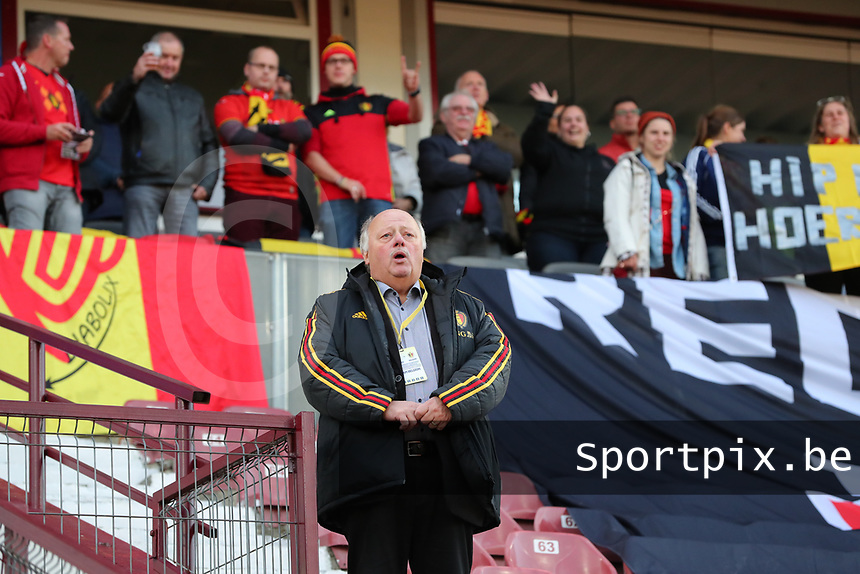 20191008 CLUJ NAPOCA: Belgium's head of delegation David Delfreriere is pictured standing in front of the Belgian fans, singing the national anthem  before the match between Belgium Women's National Team and Romania Women's National Team as part of EURO 2021 Qualifiers on 8th of October 2019 at CFR Stadium, Cluj Napoca, Romania. PHOTO SPORTPIX | SEVIL OKTEM