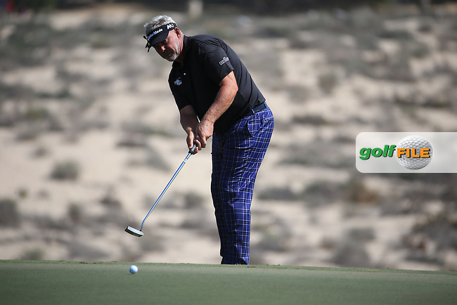 Darren Clarke (NIR) rolls up the slope on the 8th during Round One of the 2016 Omega Dubai Desert Classic, played on the Emirates Golf Club, Dubai, United Arab Emirates.  04/02/2016. Picture: Golffile | David Lloyd<br /> <br /> All photos usage must carry mandatory copyright credit (&copy; Golffile | David Lloyd)