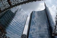 Milano, quartiere Porta Nuova Garibaldi. La Torre Pelli Unicredit in piazza Gae Aulenti --- Milan, Porta Nuova Garibaldi district. The Unicredit Pelli Tower in Gae Aulenti square