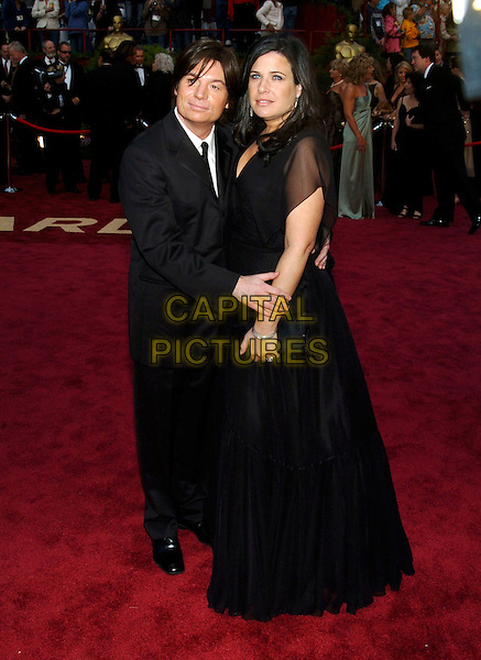 MIKE MYERS & WIFE ROBIN.Red Carpet Arrivals, 77th Annual Academy Awards held at the Kodak Theatre, Hollywood, California, USA, .27th February 2005.  .oscars full length robyn married husband wife.Ref: ADM.www.capitalpictures.com.sales@capitalpictures.com.©JWong/AdMedia/Capital Pictures