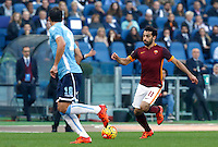 Calcio, Serie A: Roma vs Lazio. Roma, stadio Olimpico, 8 novembre 2015.<br /> Roma's Mohamed Salah in action during the Italian Serie A football match between Roma and Lazio at Rome's Olympic stadium, 8 November 2015.<br /> UPDATE IMAGES PRESS/Riccardo De Luca