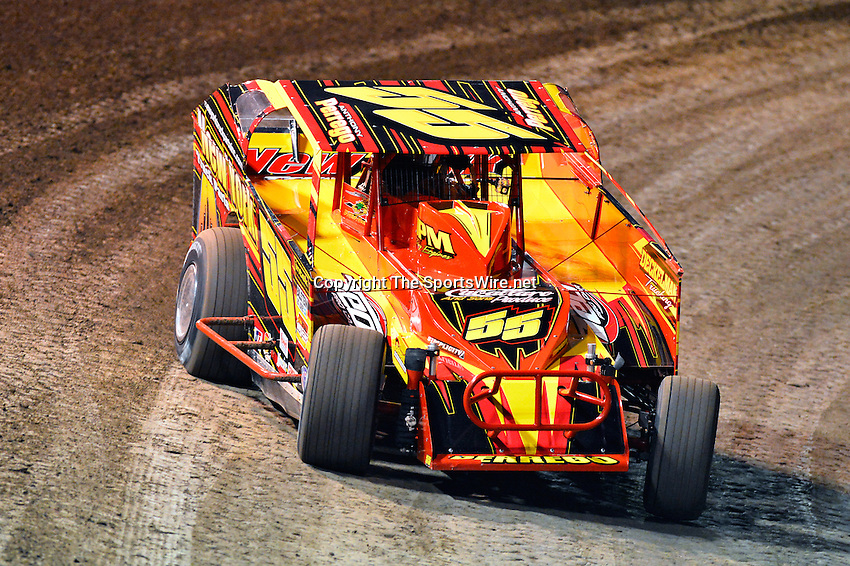 Feb 19, 2014; 6:45:12 PM;  Barberville, FL, USA;  Super DIRT car Series Big Block Modifieds presented by Summit Racing Equipment at Volusia Speedway Park.  Mandatory Credit: (thesportswire.net)