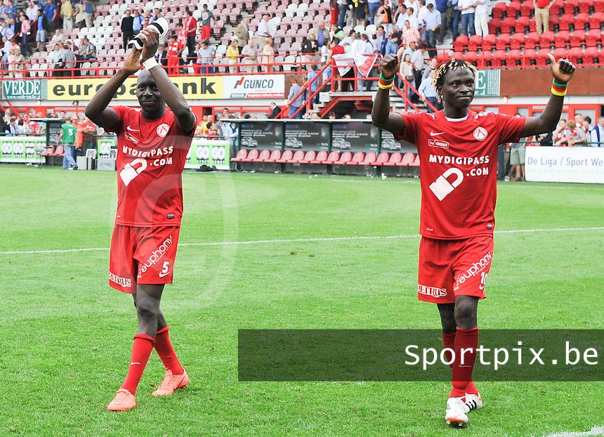 KV Kortrijk - RSC Anderlecht : Alassane Tambe en Ernest Nfor groeten hun publiek.foto David Catry / VDB /