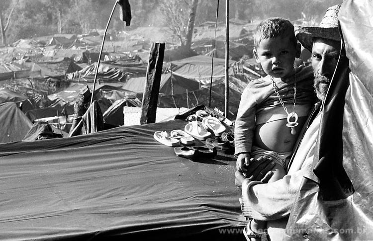 Acampamento do Movimento dos Sem Terra - MST em Rio Bonito, Paraná /1996..Camp of the Movement of the Without Earth - MST in Beautiful Rio, Paraná /1996.