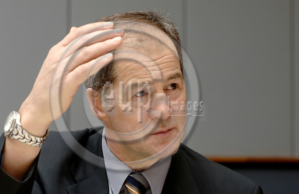 Brussels-Belgium - 12 January 2006---German MEP Jo LEINEN (Saarbruecken), member of the Socialist Group in the European Parliament, Chairman of the Committee on Constitutional Affairs, during a press briefing in the EP---Photo: Horst Wagner/eup-images