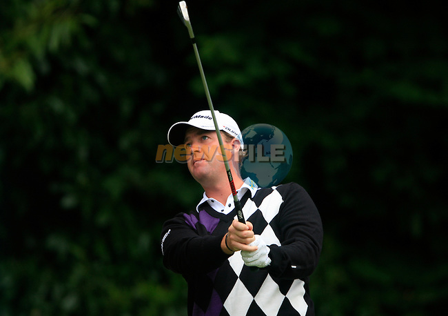 Peter Hanson (SWE) tees off on the par3 2nd tee during the Final Day of the BMW PGA Championship Championship at, Wentworth Club, Surrey, England, 29th May 2011. (Photo Eoin Clarke/Golffile 2011)