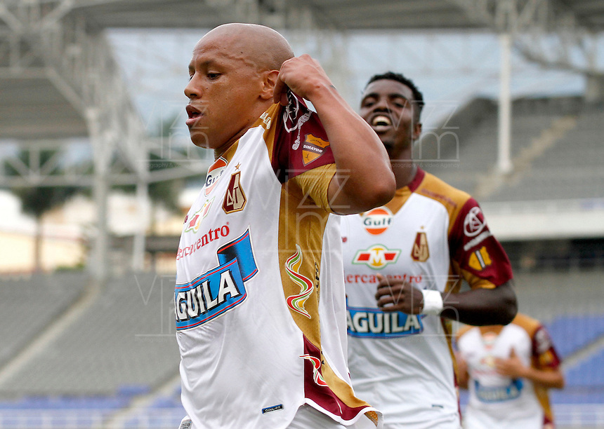 PEREIRA -COLOMBIA-16-11-2014. Hector Acuña (Izq) jugador del Deportes Tolima celebra su gol anotado a Aguilas Pereira durante partido por la fecha 1 de los cuadrangulares finales de la Liga Postobon II 2014 jugado en el estadio Hernán Ramírez Villegas de Pereira./ Hector Acuña (R) player of Deportes Tolima celebratea his goal scored to Aguilas Pereira during match for the first date of the final quadrangular of the  Postobon League II 2014 played at Hernan Ramirez Villegas of Pereira city.  Photo:VizzorImage / Santiago Osorio /Str