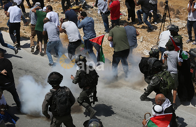 Palestinian protesters clash with Israeli security forces following a demonstration against the expropriation of Palestinian land by Israel in the village of Kfar Malek, near the West Bank city of Ramallah, August 16, 2019. Photo by Hamza Shalash / WAFA