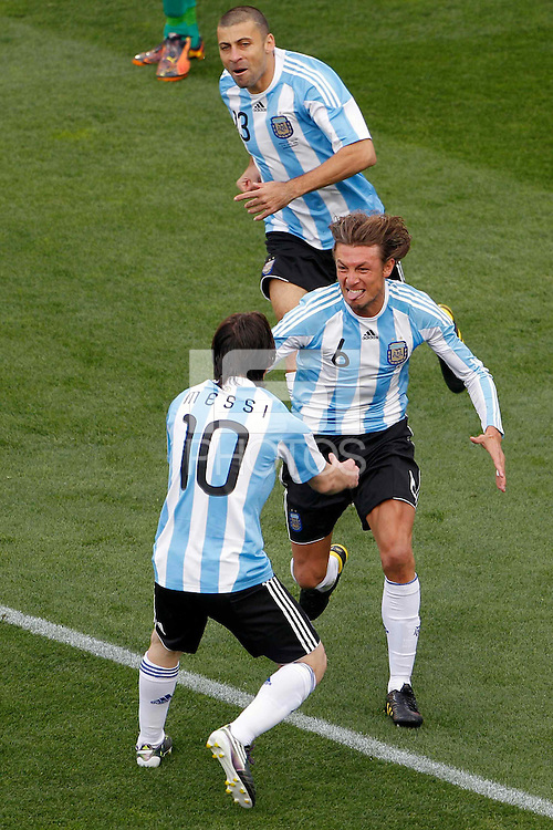 Gabriel Heinze (centre) of Argentina celebrates scoring the opening goal against Nigeria