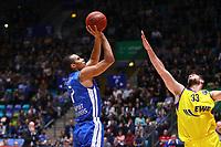 Shawn Huff (Fraport Skyliners) gegen Philipp Schwethelm (EWE Baskets Oldenburg) - 05.11.2017: Fraport Skyliners vs. EWE Baskets Oldenburg, Fraport Arena Frankfurt
