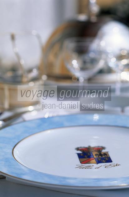 Europe/Italie/Lac de Come/Lombardie/Cernobbio : Villa d'Este (XVI°) - Détail d'une table dressée