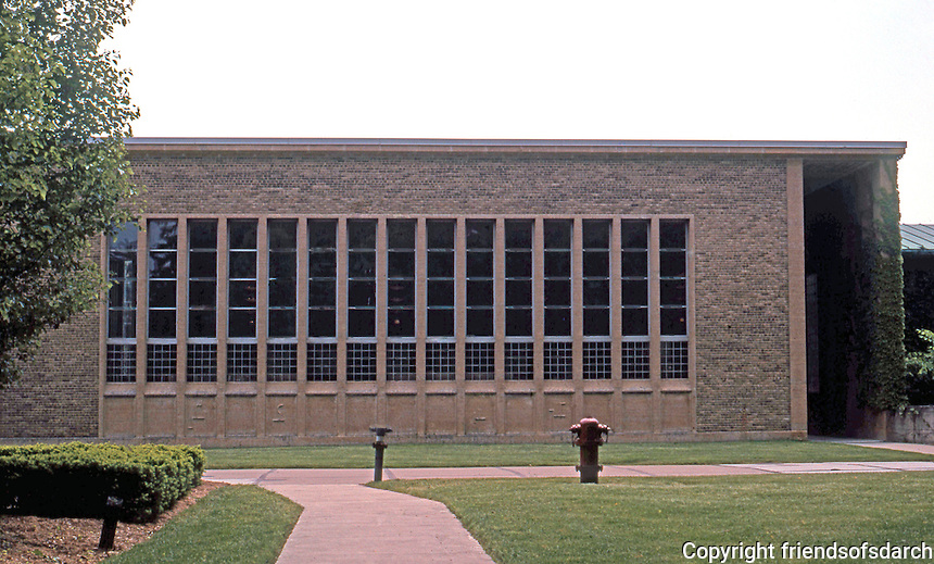 Eliel Saarinen: Cranbrook Academy of Art. North facing west (Library) wing. To east, the Museum. Photo '97.