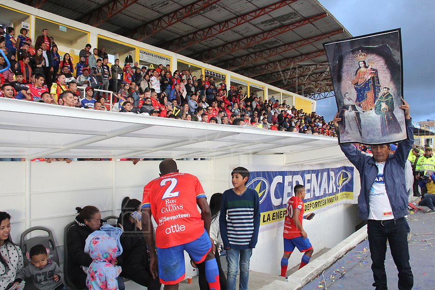 IPIALES - COLOMBIA, 05-06-2019: Hinchas del Pasto celebran la clasificación a la final después del partido por la fecha 6, cuadrangulares semifinales, de la Liga Águila I 2019 entre Deportivo Pasto y Unión Magdalena jugado en el estadio Estadio Municipal de Ipiales. / Fans of Pasto celebrate their classification to the final after match for the date 6, semifinal quadrangulars, as part of Aguila League I 2019 between Deportivo Pasto and Union Magdalena played at Municipal stadium of Ipiales.  Photo: VizzorImage / Leonardo Castro / Cont