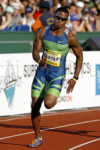 28 July 2006: American sprinter Xavier Carter (USA) runs around the bend during the Men's 200m at the Norwich Union London Grand Prix held at Crystal Palace, London. Photo: Leo Mason/Action Plus..060728 track athletics athlete man male run sprinter sprinting