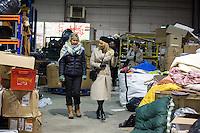 EXCLUSIF : Pamela Anderson visite un entrep&ocirc;t destin&eacute; &agrave; stocker v&ecirc;tements et denr&eacute;es alimentaires pour les r&eacute;fugi&eacute;s.<br /> France, Calais, 25 janvier 2017<br /> Pamela Anderson visits a refugees warehouse in Calais.<br /> France, Calais, 25 January 2017