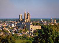 Frankreich, Normandie, Département Manche, Coutances: Stadtansicht mit der gotiscshen Kathedrale Notre-Dame de Coutances | France, Normandy, Département Manche, Coutances: town view with gothic catherdral Notre-Dame de Coutances