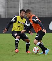 SÃO PAULO,SP, 26 Junho 2013 -  Paolo Guerrero e Ibson durante treino do Corinthians no CT Joaquim Grava na zona leste de Sao Paulo, onde o time se prepara  para o campeonato brasileiro. FOTO ALAN MORICI - BRAZIL FOTO PRESS