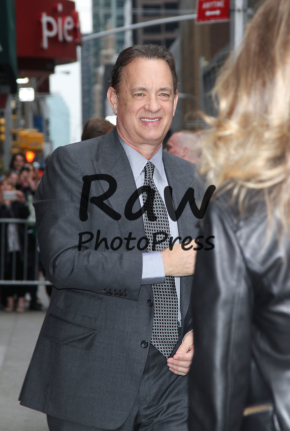 Tom Hanks y Rita Wilson han visitado el programa 'Late Show'.<br /> <br /> Photo &copy; 2015 Luis Guerra/The Grosby Group<br /> <br /> New York, May 18, 2015.<br /> Tom Hanks and wife Rita Wilson make an appearance at the Late Show with David Letterman in Manhattan, New York.
