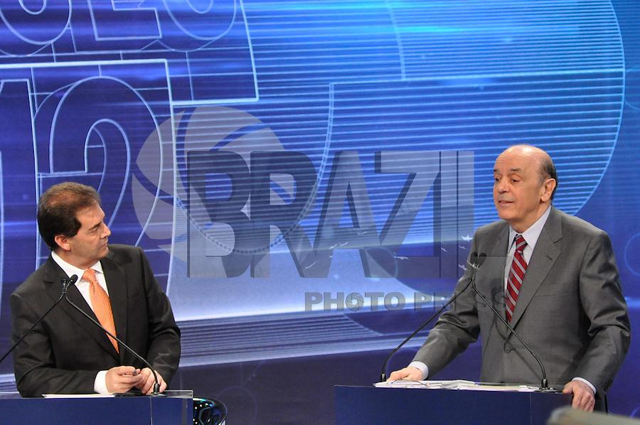 OSASCO, SP, 03 SETEMBRO DE 2012 – DEBATE REDETV – ATENÇÃO EDITOR: FOTO EMBARGADA PARA VEÍCULOS INTERNACIONAIS: Candidato a prefeitura de São Paulo José Serra (d) e Paulinho da Força (e) durante debate realizado na noite desta segunda feira (03) pela RedeTV, na sede da emissora em Osasco. (FOTO: LEVI BIANCO / BRAZIL PHOTO PRESS).