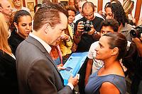 ATENÇÃO EDITOR: FOTO EMBARGADA PARA VEÍCULOS INTERNACIONAIS SÃO PAULO,SP,25 SETEMBRO 2012 - O candidato à Prefeitura, Celso Russomanno (PRB) visitou na tarde de hoje  senhoras da 3º idade no Circulo de trabalhadores Cristão na Vila Prudente, Zona Leste de SP.FOTO ALE VIANNA - BRAZIL PHOTO PRESS.