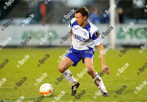 2010-12-12 / Voetbal / seizoen 2010-2011 / KSK Heist - KV Oostende / Ken Thys..Foto: Mpics