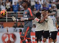 SAO PAULO SP, 01.09.2013 - Corinthians X Flamengo - jogadores comemoram quarto gol  do Corinthians durante partida contra o Flamengo valida pelo campeonato brasleiro de 2013  no Estadio do Pacaembu em  Sao Paulo, neste domingo, 01. (FOTO: ALAN MORICI / BRAZIL PHOTO PRESS).