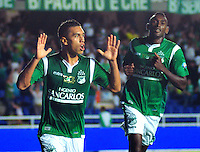 CALI-COLOMBIA- 01 -09-2013. Carlos Lizarazo ( Izq) del Deportivo Cali celebra su gol que le dio la victoria  contra el Itagui ,accion de juego correspondiente al partido entre el Deportivo Cali  contra el Itagui ,  partido de  la octava  fecha de la  Liga Postob—n segundo semestre disputado en el estadio Pascual Guerrero  /Carlos Lizarazo (L) of Deportivo Cali celebrates his goal that gave the victory against Itagui game action for the match between Deportivo Cali against Itagui eighth game of the date of the second half Postob—n League match at the stadium Pascual warrior. Photo: VizzorImage / Juan Carlos Quintero  / Stringer