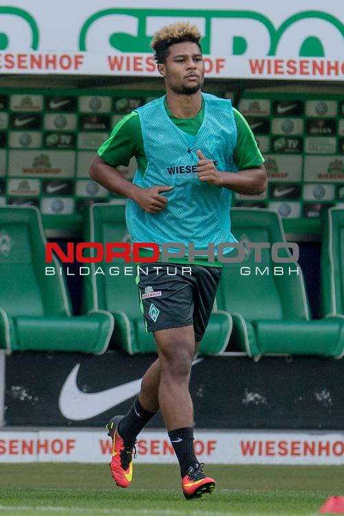 09.09.2016, Weserstadion, Bremen, GER, 1.FBL, Training Werder Bremen<br /> <br /> im Bild<br /> Serge Gnabry (Neuzugang Werder Bremen #29), <br /> <br /> Foto &copy; nordphoto / Ewert