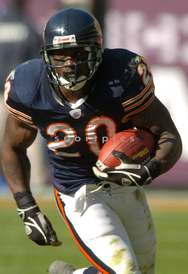 Thomas Jones during the Chicago Bears v. Washington Redskins game on October 17, 2004...Washington wins 13-10..David Durochik / SportPics