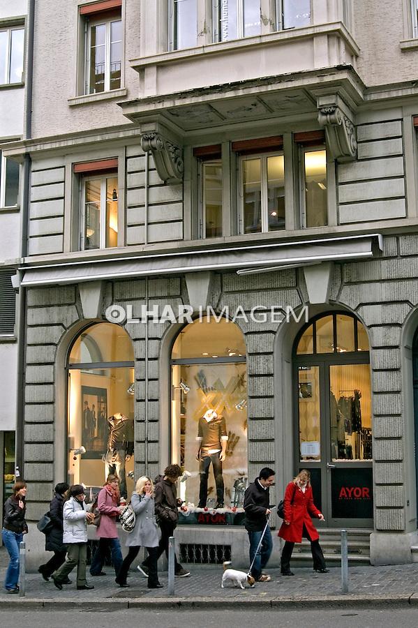 Pessoas na rua em Zurich. Suiça. 2008. Foto de Cris Berger.