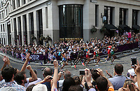 12.08.2012. London, England.  Runners passing The Monument during the Men's Marathon race, part of the London 2012 Olympic Games Athletics, Track and Field events, London, England, 12 August 2012.