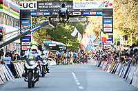 Picture by Simon WilkinsonSWpix.com - 27/09/2018 - Cycling 2018 Road Cycling World Championships Innsbruck-Tiriol, Austria - Men's Junior Road Race - The peloton