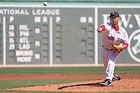 MTC05 BOSTON (EE.UU.) 18/4/2011.- El lanzador Daisuke Matsuzaka, de las Medias Rojas de Boston, lanza una bola en la primera entrada de un partido de béisbol contra los Azulejos de Toronto, disputado en Fenway Park, en Boston, Massachusetts, EE.UU., hoy, lunes 18 de abril de 2011. EFE/Matthew Cavanaugh....