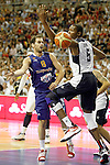 Spain's Jose Manuel Calderon (l) and USA's Kevin Durant during friendly match.July 24,2012. (ALTERPHOTOS/Acero)