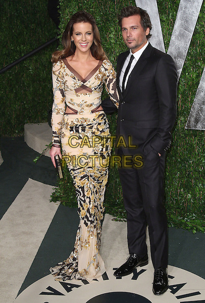 Kate Beckinsale & Len Wiseman .2012 Vanity Fair Oscar Party held at the Sunset Tower, West Hollywood, California, USA..February 26th, 2012.oscars full length dress black beige gold print suit sequins sequined married husband wife cut out away.CAP/ADM/FS.©Faye Sadou/AdMedia/Capital Pictures.