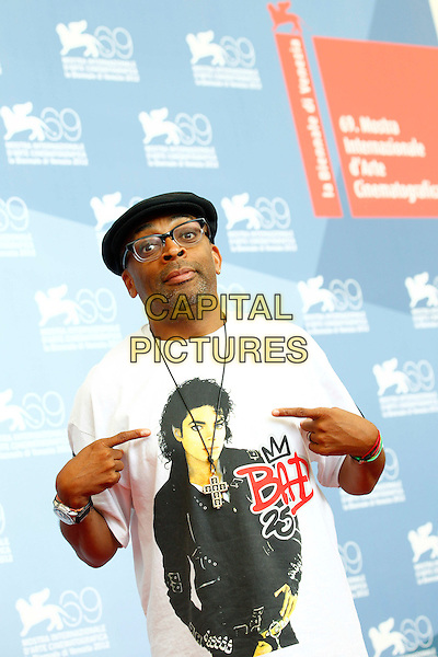 Director Spike Lee attends 'Jaeger-LeCoultre Glory To The Filmmaker 2012 Award' Honors Spike Lee Photocall during the 69th Venice International Film Festival at Palazzo del Casino, Venice, Italy..August 30th, 2012 .half length black flat cap hat glasses white t-shirt michael jackson print bad pointing hands arms funny .CAP/IPP/GR.©Gianluca Rona/IPP/Capital Pictures.
