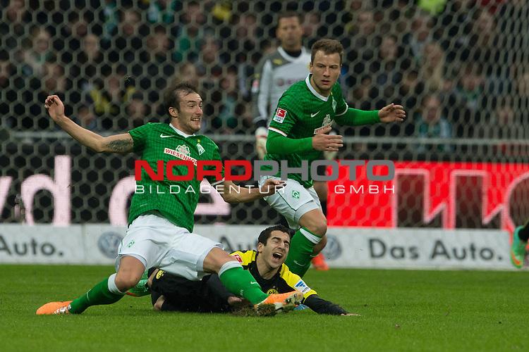 08.02.2014, Weser Stadion, Bremen, GER, 1.FBL, Werder Bremen vs Borussia Dortmund, im Bild<br /> <br /> Mateo Pavlovic (Bremen #4)<br /> Philipp Bargfrede (Bremen #44)<br /> Henrikh Mkhitaryan (Dortmund #10)<br /> Foto &copy; nordphoto / Kokenge