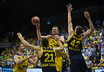 08.05.2018, EWE Arena, Oldenburg, GER, BBL, Playoff, Viertelfinale Spiel 2, EWE Baskets Oldenburg vs ALBA Berlin, im Bild<br /> in der Verteidigung..<br /> Rasid MAHALBASIC (EWE Baskets Oldenburg #24)<br /> Spencer BUTTERFIELD (ALBA Berlin #21 ), Dennis CLIFFORD (ALBA Berlin #42 )<br /> Foto &copy; nordphoto / Rojahn