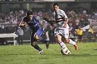 ATENÇÃO EDITOR: FOTO EMBARGADA PARA VEÍCULOS INTERNACIONAIS SÃO PAULO,SP,28 NOVEMBRO 2012 - COPA SULAMERICANA - SÃO PAULO (BRA) x UNIVERSIDAD CATÓLICA (CHI) Osvaldo jogador do São Paulo  durante partida São Paulo x Uniersidad Católica  válido pelas semi final  da copa sulameircana no Estádio Cicero Pompeu de Toledo  (Morumbi), na região sul da capital paulista na noite quarta feira (28).(FOTO: ALE VIANNA -BRAZIL PHOTO PRESS).