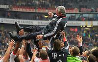 FRANKFURT, ALEMANHA, 06 ABRIL 2013 - CAMPEONATO ALEMÃO - EINTRACHT FRANKFURT X BAYERN MUNIQUE - Jupp Heynckes treinador do Bayern de Munique comemora a conquista do Campeonato Alemão com sete rodadas de antecendencia em partida contra o Eintracht Frankfur na cidade de Frankfurt na Alemanha, neste sábado, 06.  FOTO: BERND FEIL /  PIXATHLON / BRAZIL PHOTO PRESS.