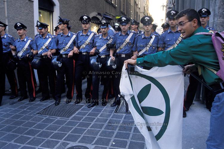 1998 Brescia: manifestazione delle camice verdi contro la denuncia per Bossi.1998 Brescia: demonstration of the green shirts against...