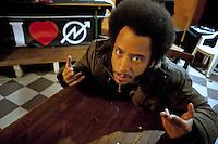 Roma  14 Aprile 2012.Il  rapper Boots Riley alle officine occupate rsi / treni notte. Occupy Oakland incontra gli operai.
