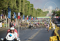 The peloton led by Team SKY arrives on the Champs-Elysées<br /> <br /> Final stage 21 - Chantilly › Paris/Champs Elysées (113km)<br /> 103rd Tour de France 2016