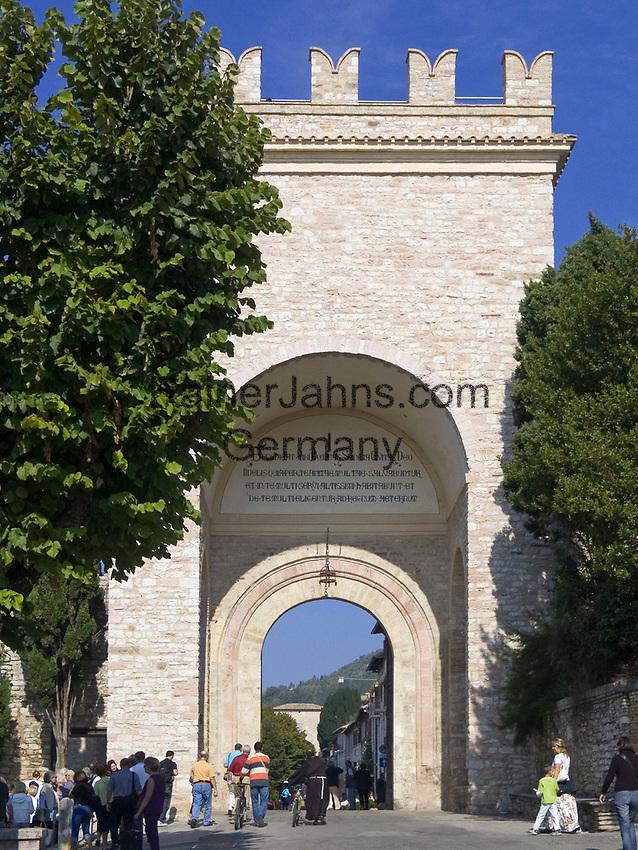 ITA, Italien, Umbrien, Assisi: Porta Nouva (Stadttor) am Largo Properzio | ITA, Italy, Umbria, Assisi: Gate Porta Nouva at square Largo Properzio