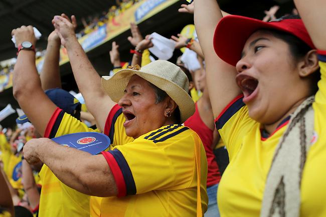 Hinchas de Colombia en partido de eliminatorias para el Mundial de F&uacute;tbol 2018 contra Uruguay en el Estadio Metropolitano Roberto Melendez de Barranquilla el 11 de octubre de 2016.<br /> <br /> Foto: Archivolatino<br /> <br /> COPYRIGHT: Archivolatino<br /> Prohibido su uso sin autorizaci&oacute;n.