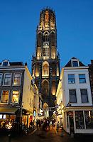 Utrecht-  De Domtoren bij avond