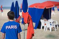 Europe/France/Normandie/Basse-Normandie/14/Calvados/Pays d'Auge/Deauville: Enfant parisien sur la plage devant les cabines