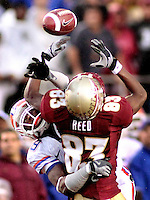 TALLAHASSEE, FL. 11/29/08-FSU-UF 1st CH16-Florida State's Bert Reed can't hang onto a pass as Florida's Janoris Jenkins breaks up the play during first half action Saturday at Doak Campbell Stadium in Tallahassee. The loose ball was caught by another Gator for an interception...COLIN HACKLEY PHOTO FOR NOLEINSIDER.COM
